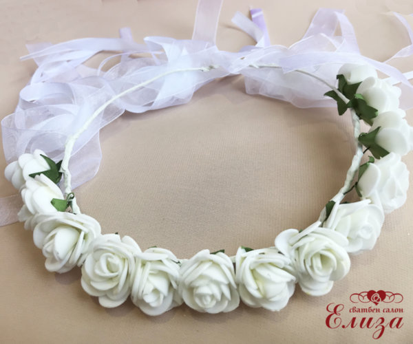 Венец-диадема с цветя в бяло